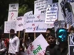 Protesting Pune Film Institute Students Hit the Streets in Delhi