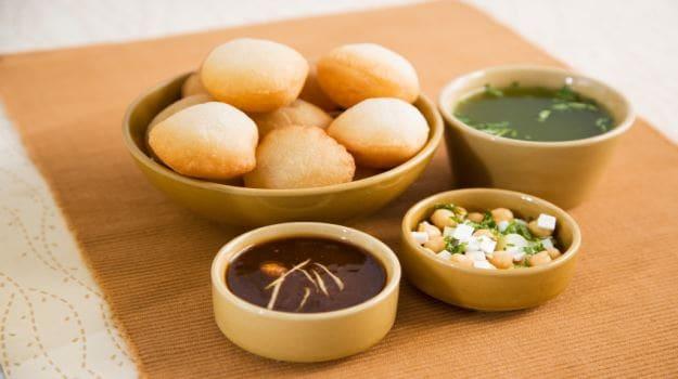 panipuri-golgappa-phuchka-the-popular-stalls-india-2