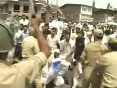 Protests Outside Geelani's Residence in Srinagar; Cops Use Water Cannon