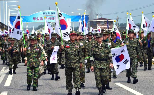 Poll shows that most South Koreans don't expect war with North, as Trump highlights military option