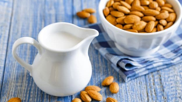 Almond Milk: Benefits, Uses and How to Make It At Home