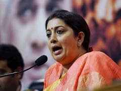 Smriti Irani Helps Woman Who Met With Road Accident In Kerala