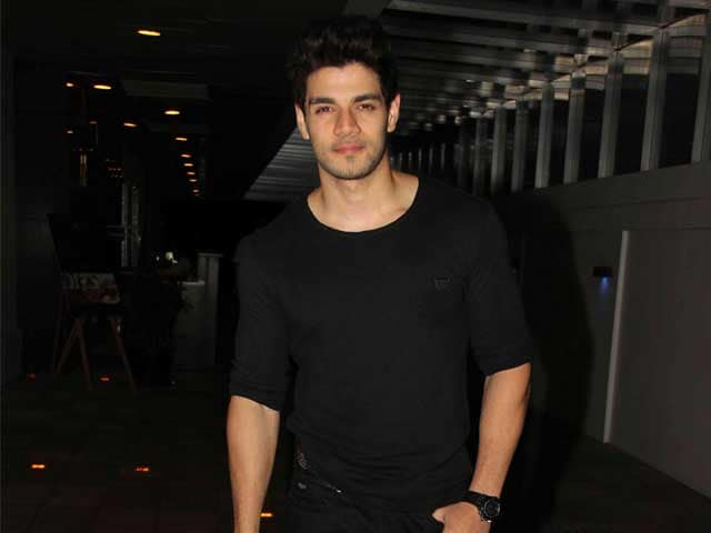 Sooraj Pancholi Misses Lunch Break, Lovely Moments on Hero Sets