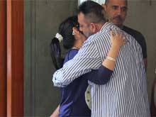 Sanjay Dutt Goes Back to Jail, Family says Goodbye