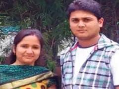 बेंगलुरु: सड़क पर गड्ढे के कारण गिरने से पत्नी की मौत हुई और पुलिस ने पति को आरोपी बना दिया