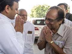 Ghulam Ali Performs in Lucknow, Meets Akhilesh Yadav