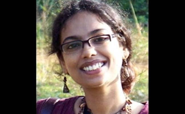http://i.ndtvimg.com/i/2015-10/bengali-poet-mandakranta-sen_650x400_61444788043.jpg