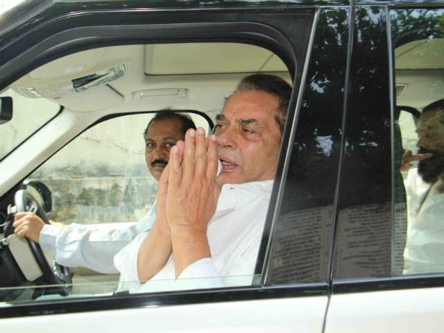 Dharmendra, Abhay, Bobby Bid Final Farewell to Ajit Singh Deol