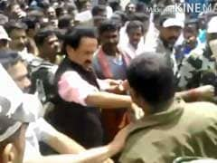 Did MK Stalin Slap a Man Who Wanted to Click a Selfie?