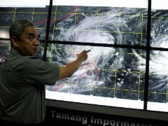 Philippine Storm Weakens After Killing at Least 9, Leaving Thousands Stranded