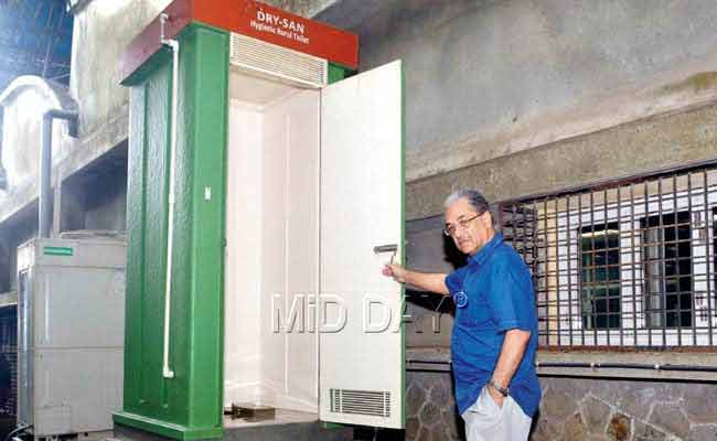 Waterless Toilet by IIT-B Professor Hopes to Put an End to Open Defecation in Rural India, Slums