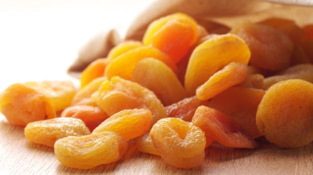 8 Amazing Apricot Benefits: The Nutritional Heavyweight ...
