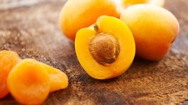 how to safely eat apricot kernels