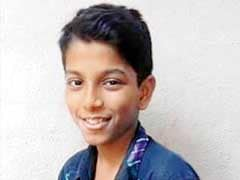 Mumbai: Selfie Stunt on Train Roof Kills 14-Year-Old Boy