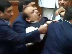 Delhi Assembly ,Vijendra Gupta ,Sharma,विजेंद्र गुप्ता,मार्शल,सदन,निकाला,शर्मा,निलंबन,विरोध