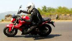 DSK Benelli TNT 300 Review