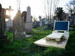 Meet Britain's Grave-Obsessed Cemetery Hunters