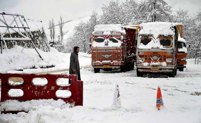 Srinagar Receives Season's First Major Snowfall