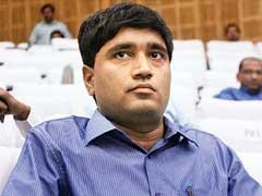 संजीव चतुर्वेदी को मनाही, लेकिन मोदी सरकार ने दो साल में दी कई अफसरों को छूट...