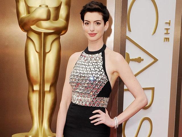Anne Hathaway Babay Bump