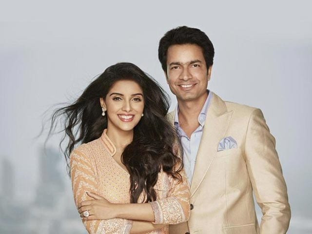 Asin, Micromax Boss Rahul Sharma Marry in Church. First Wedding Pic Here