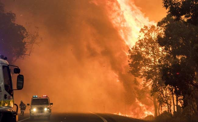 2 Dead As Firefighters Battle Huge Australia Bushfire