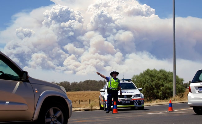 Bushfire Kills 2 In Australia's South West, More Towns Evacuating