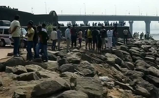 Mumbai 'Selfie Mishap': Body Of Fisherman Who Tried Rescuing Girls Found