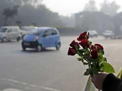 Violators Of Odd-Even Rules Offered Roses By Volunteers