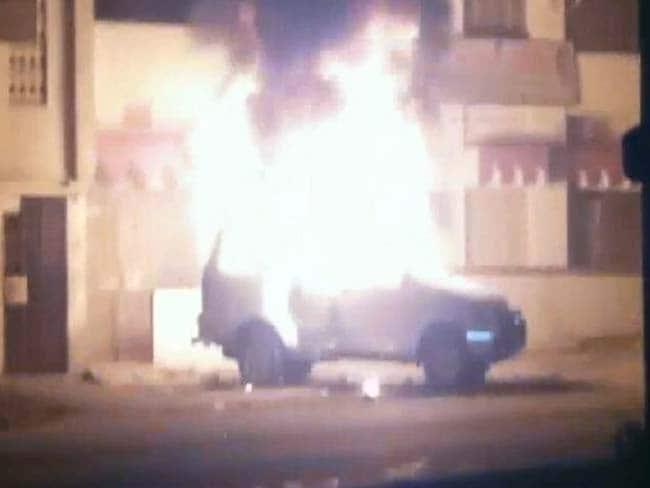 धार्मिक स्थल को तोड़ने पहुंची पुलिस, उग्र लोगों ने डीएसपी की गाड़ी में लगा दी आग