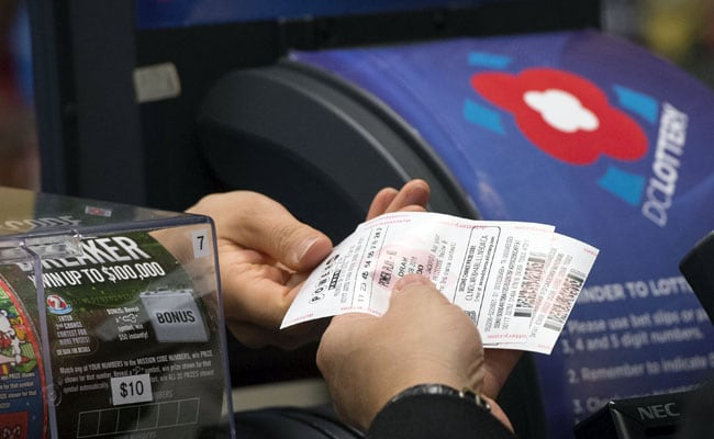 Record Jackpot Tops $900 Million As Lottery Fever Grips US