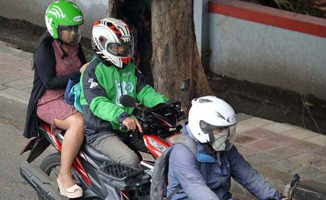Indonesia's Muslim Women Hail Female-Only Motorbike Taxis