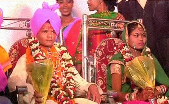 Wedding Gift Ideas For Couple Living Abroad : Police Jobs As Wedding Gift For Former Maoists Who Surrendered For ...