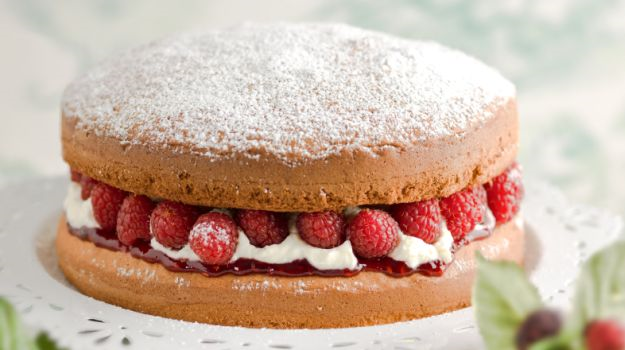 Sponge cake recipe with dried fruit
