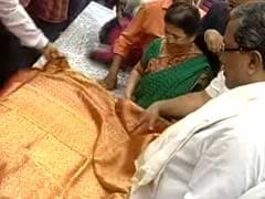 Waterproof Saree Worth a Lakh: Chief Minister Siddaramaiah's Gift to Wife