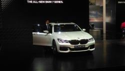 Auto Expo 2016: Sachin Tendulkar Launches New BMW 7-Series; Prices Start at Rs. 1.1 Crore