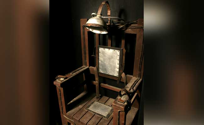Electric chair death drawing lacking lethal injection drugs virginia