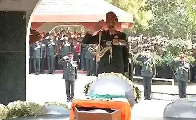सियाचिन के जांबाज लांस नायक हनुमंतप्पा को रक्षा मंत्री, सेना प्रमुखों, राहुल ने दी श्रद्धांजलि