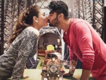 Too Hot to Handle. Arjun, Kareena in New Ki And Ka Poster