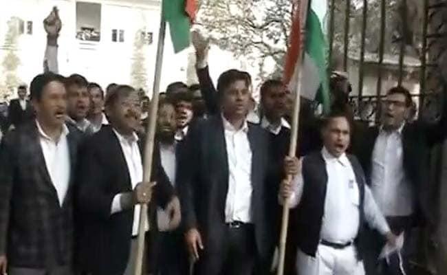 JNU: उपद्रवी वकीलों के खिलाफ कार्रवाई होगी, लाइसेंस भी हो सकते हैं रद्द : बार काउंसिल