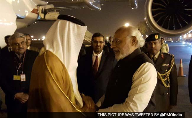 पीएम मोदी ने प्रोटोकॉल तोड़कर अबू धाबी के शहजादे की दिल्ली एयरपोर्ट पर की अगवानी
