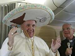 Mexican-American Broadcaster Gives Pope Shoe Shine On Plane