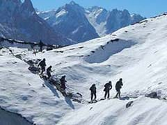 Body found in Siachen by rescue teams searching for 10 soldiers buried after an avalanche