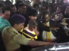 Shah Rukh Khan and AbRam Mobbed at Bhuj Airport. See Footage