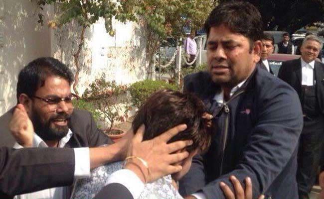 कोर्ट में पत्रकारों पर हमला करने वाले विक्रम सिंह के हैं बीजेपी के शीर्ष नेताओं से ताल्लुकात