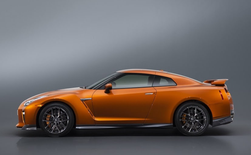 2017 Nissan GT-R Side view