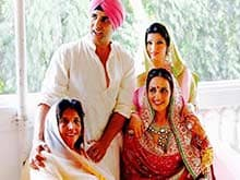 Akshay Kumar Shares Picture of  The 3 Ladies Who Drive Him 'Insane'