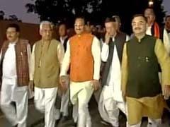 दिल्ली आ पहुंची उत्तराखंड की लड़ाई, बीजेपी सांसद और विधायक राष्ट्रपति से मिले