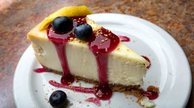 cheesecake-blueberry-plate