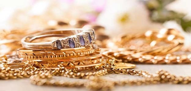 Gold Slips As Equities Recover, Still Set For Weekly Gain